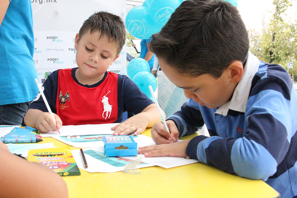 Explican niños qué es la transparencia en dibujos