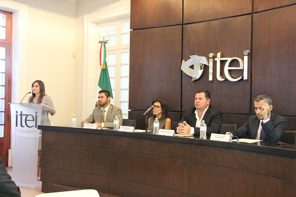 La democracia se fortalece con la participación de la sociedad: Cynthia Cantero