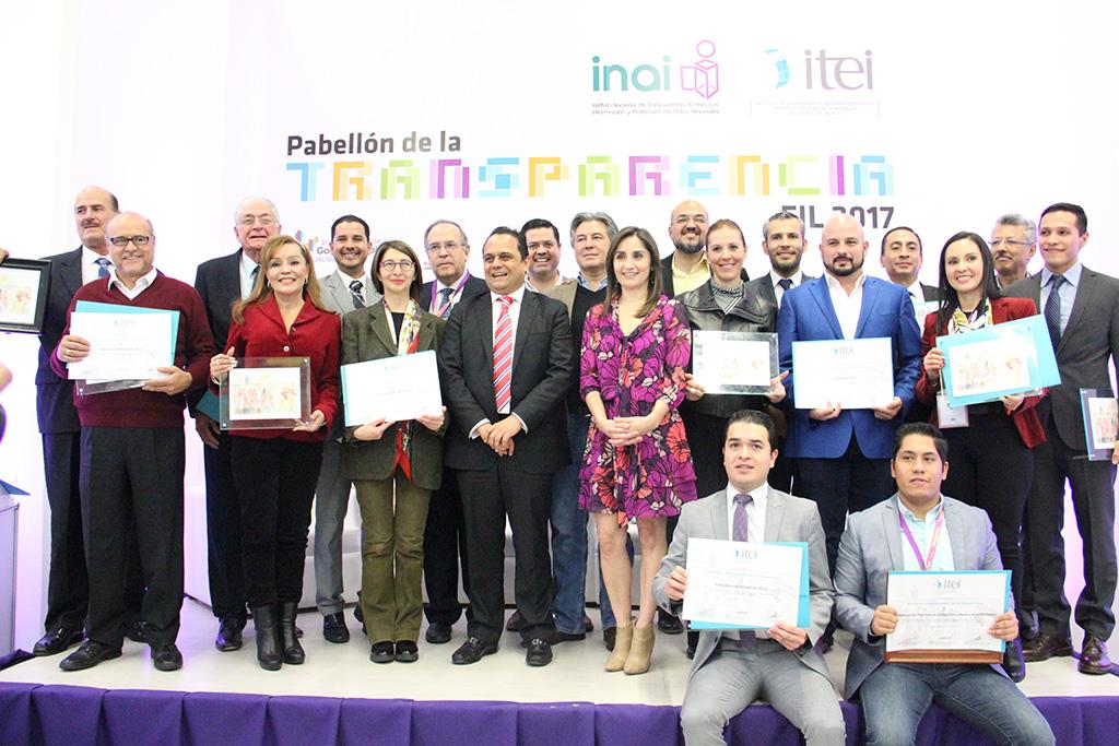 Entregan Distintivo ITEI a instituciones comprometidas con transparencia