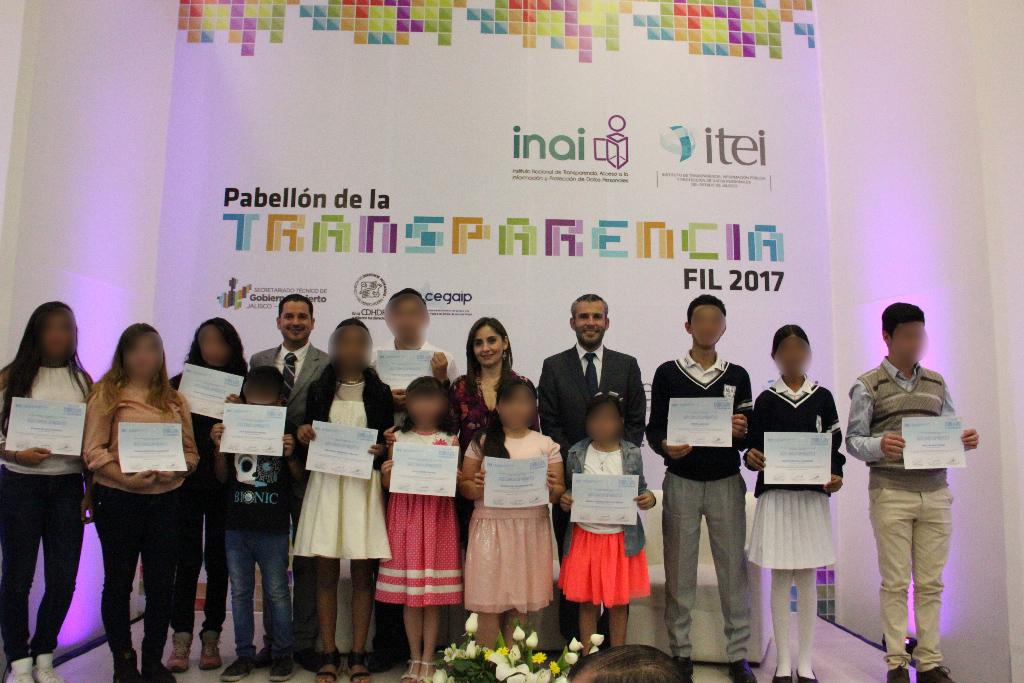 Premian creatividad de niños que dibujan la transparencia