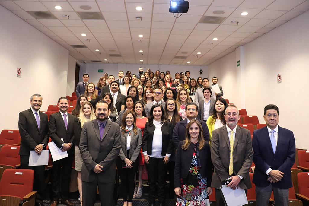 Concluyen alumnos programas en especialidad y diplomado, son 67 personas preparadas en distintas temáticas