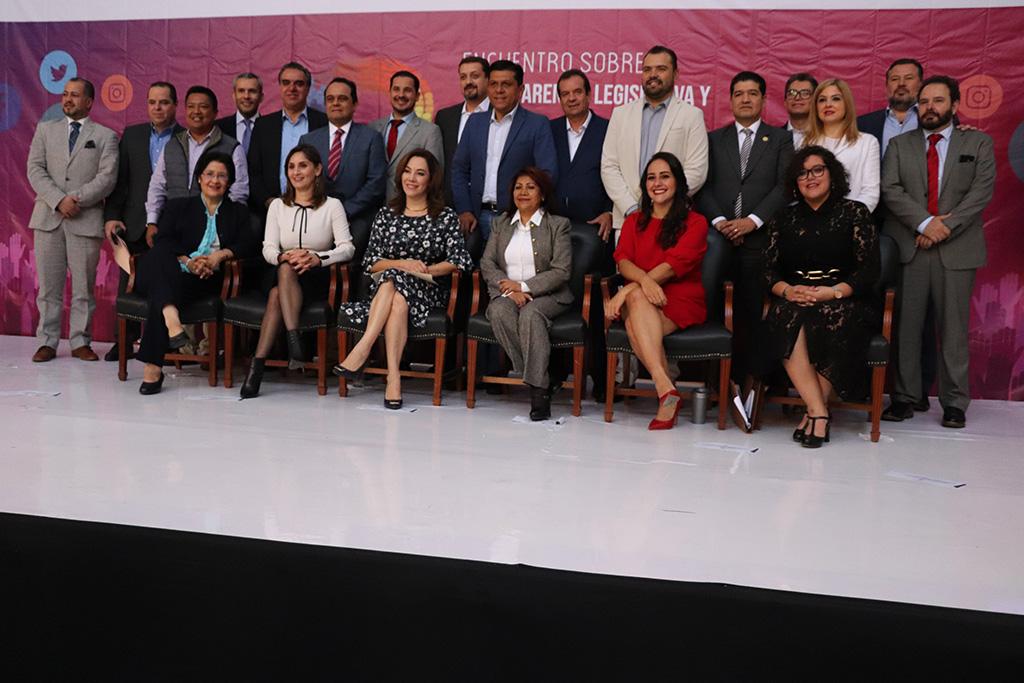 Llevan a cabo encuentro sobre Transparencia Legislativa y Parlamento Abierto: Análisis de Buenas Prácticas en el marco de la Feria Internacional del Libro de Guadalajara 2019, en Congreso del Estado de Jalisco